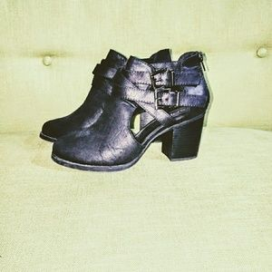 Size 8.5 Black Buckled Soda Ankle Bootie with Heel